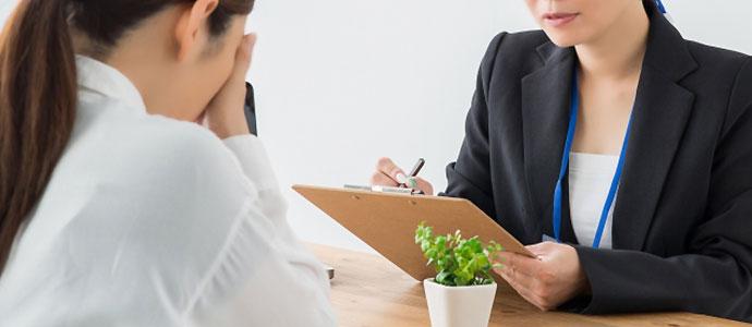競輪予想サイトにお金を騙し取られて弁護士に相談する女性
